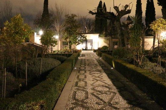 Parador de Granada: ホテルへの道路(翌朝散歩の時)