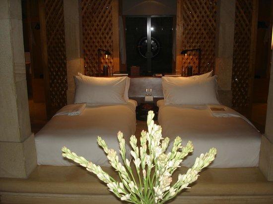 Amanjiwo Resorts: Twin beds at Villa 23 at Amanjiwo Hotel in Borobudur