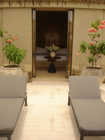 Amanjiwo Resorts: Inner garden and chaises-longues at Villa 23 at Amanjiwo Hotel in Borobudur