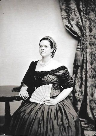 Victorian Photography Studio: me being a fancy lady