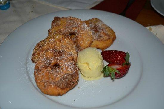 Pra Valentini: frittelle di mele con gelato alla vaniglia