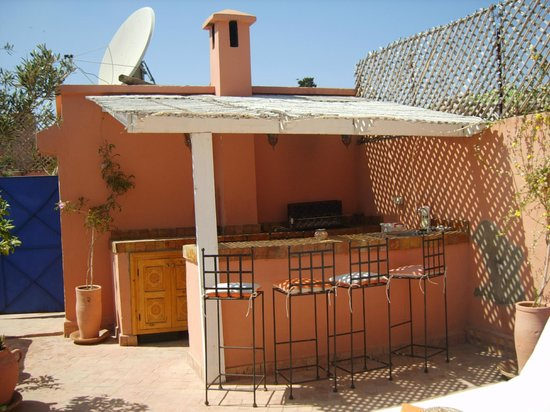 Riad Abaca Badra: Roof Terrace - Serving Area