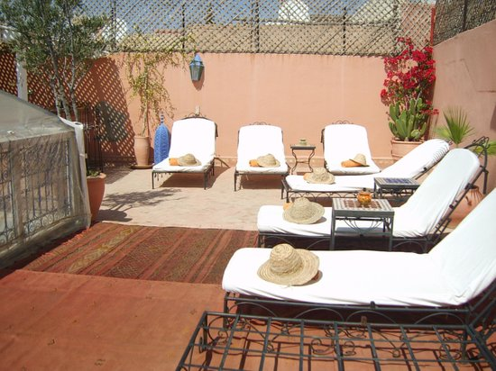 Riad Abaca Badra: Roof Terrace - Sun Beds