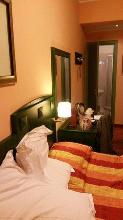 Bologna Hotel Pisa : Vue de la salle de bains depuis le lit