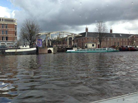 Hop On Hop Off: Canal Bridge