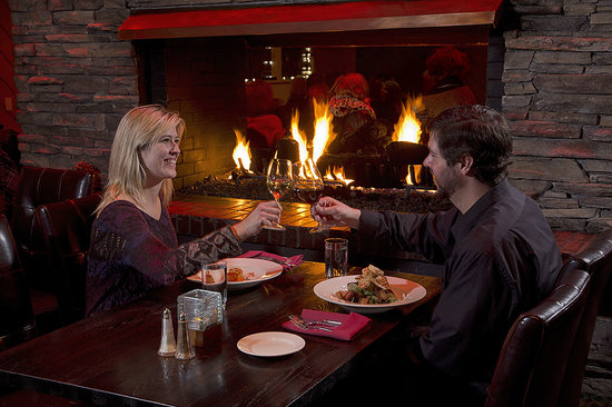 Rafters Restaurant and Lounge: Fireside Dining at Rafters