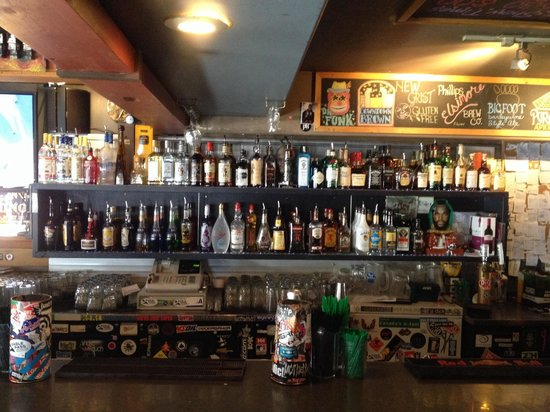 Riverhouse tavern: Booze