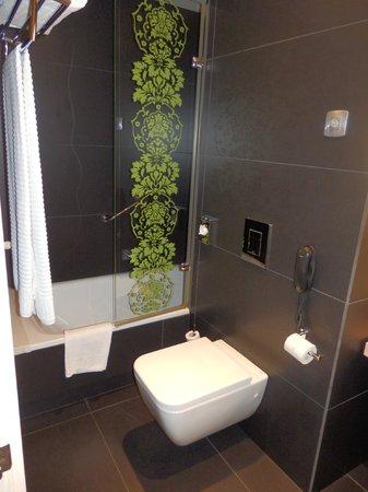 Double Tree Hilton  Hotel Girona: Bañera