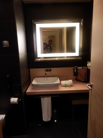 Double Tree Hilton  Hotel Girona: Lavabo correcto