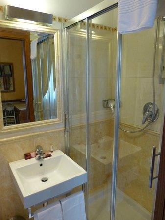 Clarion Collection Hotel Principessa Isabella : Salle de douche