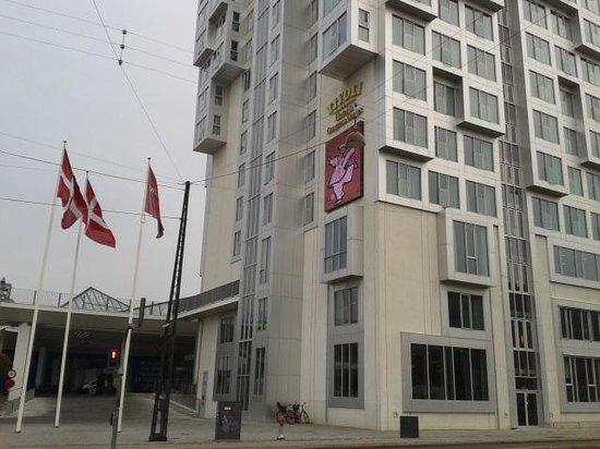 Tivoli Hotel: Vue de l'hôtel depuis la rue