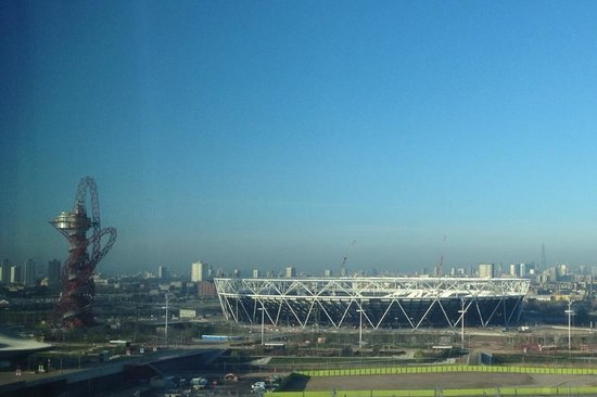 Premier Inn London Stratford Hotel : Gold medal room with a view
