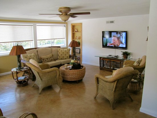 The Beachcomber: Living Room