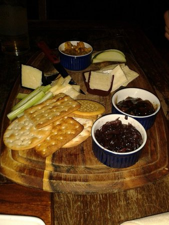 The Cottage Loaf: Cheese board - delicous