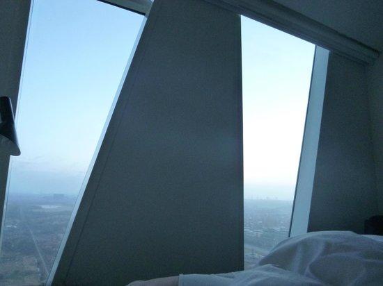 AC Hotel Bella Sky Copenhagen: Vue de la chambre à travers les fenêtres