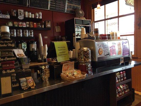 Moody's Organic Coffee Bar: Counter
