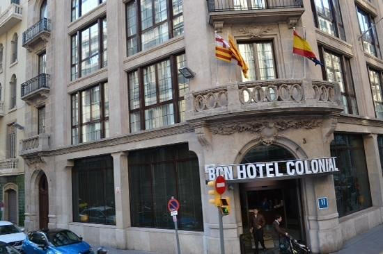 Barcelona Hotel Colonial: hotel view from the City tour bus