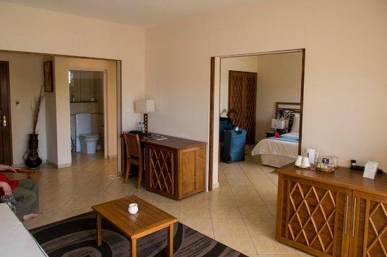 Royal Beach Hotel: Salon / chambre