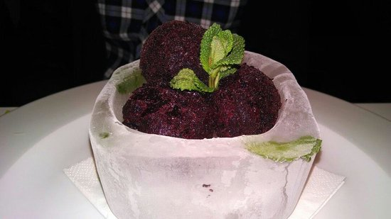 School Restaurant and Lounge : Blueberry sorbet in ice bowel