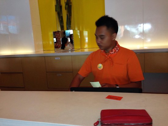 HARRIS Hotel & Conventions Kelapa Gading Jakarta : Orange !!! Happy and helpfull reception!! Polite and service with smile ! ..