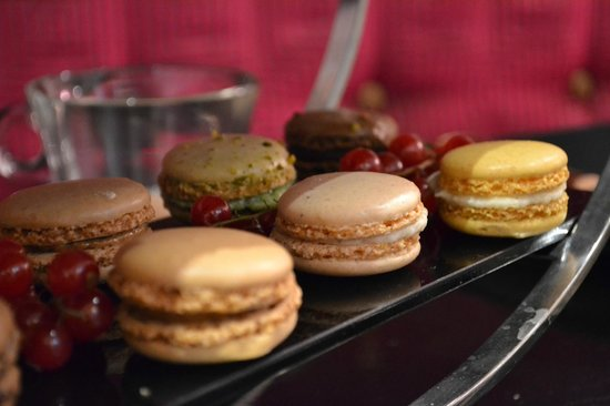 Mansion Bar and Parlour: Yummy macarons