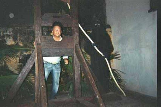 Museo Historico de Cartagena de Indias : ghigliottina dell'inquisizione