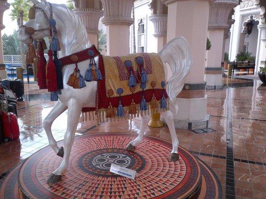 Jumeirah Al Qasr at Madinat Jumeirah: I wanted to ride this horse