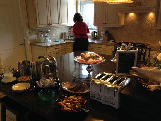 Benaaron Guest House: Breakfast time