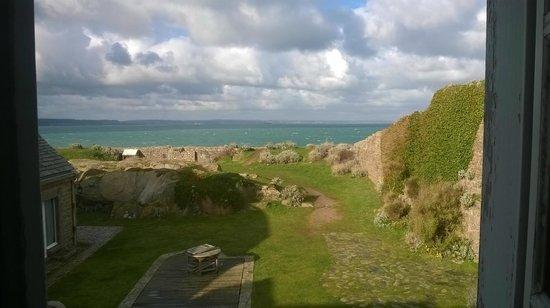 """Le Fort du Cap Levi : chambre """"vue mer"""""""