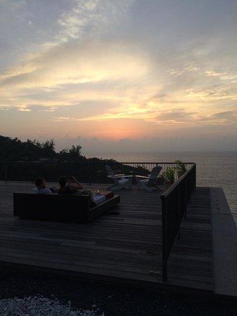 Four Seasons Resort Seychelles: スパ屋上からのサンセット