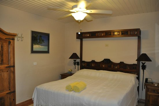 Aruba Sunset Beach Studios: Bed