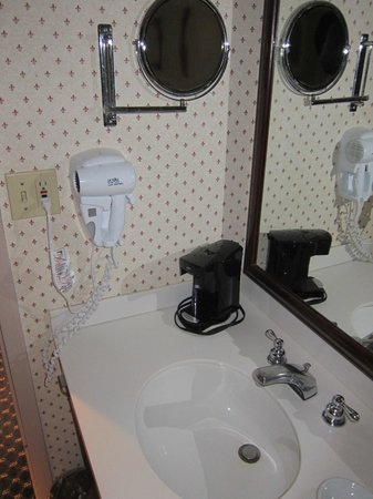 Crowne Plaza Hotel Nashua: 401 bathroom toilet table and hairdryer.