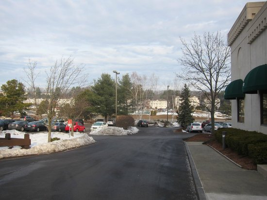 Crowne Plaza Hotel Nashua: outside parking lot