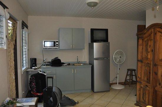 Aruba Sunset Beach Studios: kitchen
