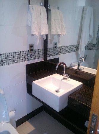 Domus Hoteis Esplanada: Banheiro