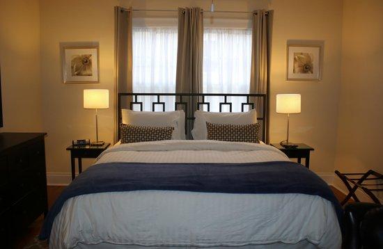12 South Inn Suites : Jr King Suite