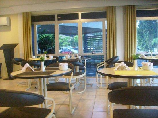 Hotel Le Canard Joinville: Salão do café da manhã