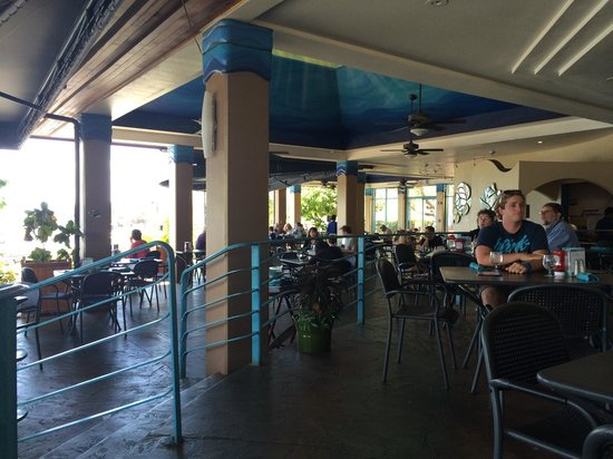 Maui Ocean Center: Les serveurs sont très sympas, pas cher et bon