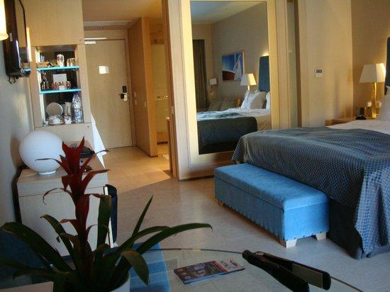 Daios Cove Luxury Resort & Villas: Bedroom