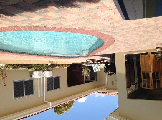 Little Paradise Aruba Vacation Apartments: pileta