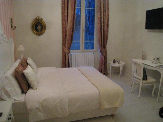 Chateau de la Houillere : Rose du Mai room