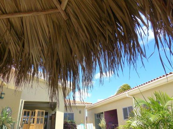 Little Paradise Aruba Vacation Apartments : las palapas