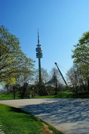 Olympiaturm: Ολυμπιακός πύργος