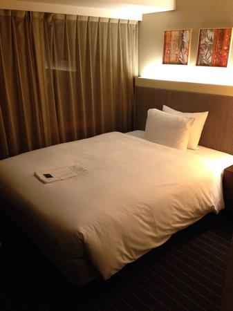 Hotel Forza Oita: ベットはかなり広い