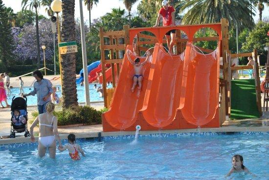 Piscina benicalap picture of piscina parque benicalap for Toboganes para piscinas