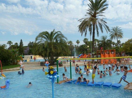 Toboganes en piscina infantil picture of piscina parque for Piscina parque benicalap