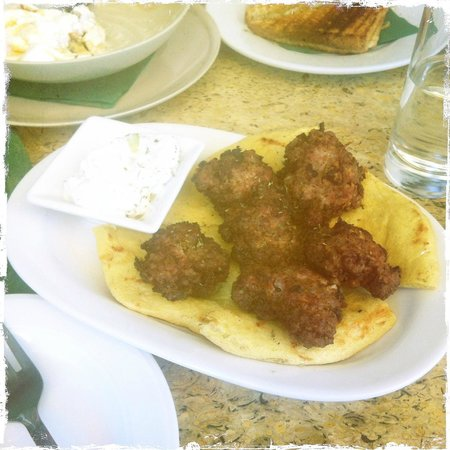Soboro Beer Bar & Restaurant: Tzatsiki, fresh bread and homemade meatballs, My favorite!