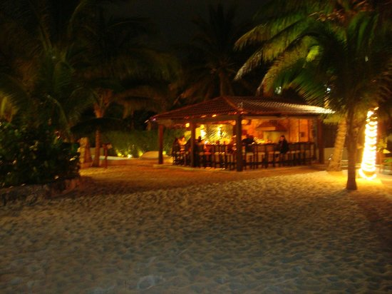 Petit Lafitte: view of bar from beach