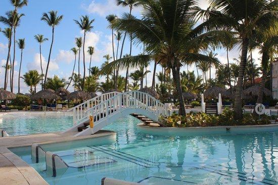 TRS Turquesa Hotel: Adult pool near the beach
