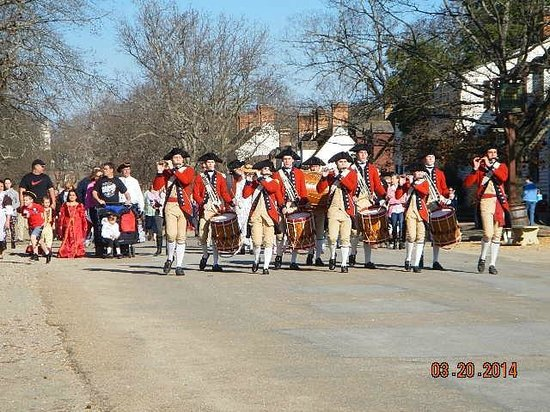 Colonial Williamsburg : fife and drum corps marching to merchant square